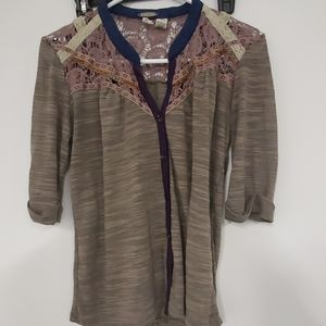 Very cute BKE gray/purple button up top w/lace S